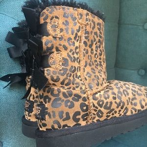 87a41f17185 Ugg Bailey Bow Leopard boots girls size 11